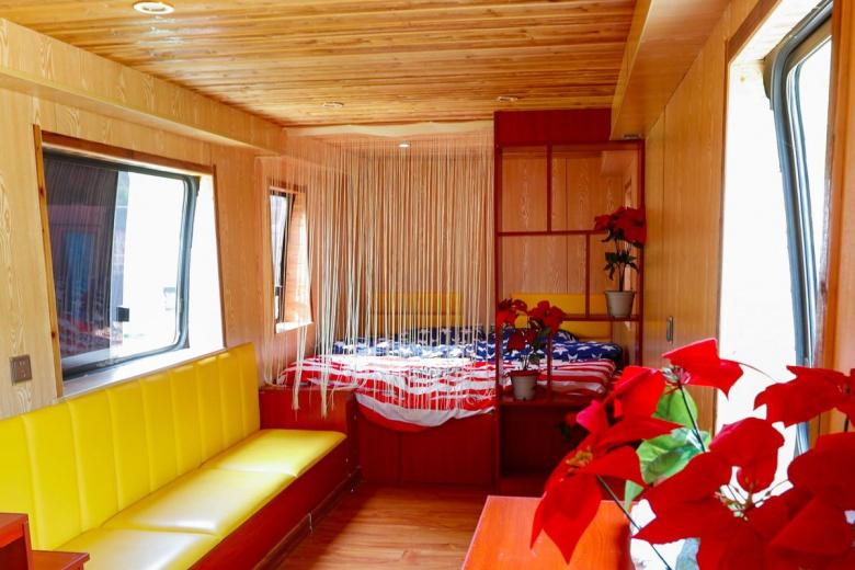 Старые автобусы стали комфортабельными гостиницами 4