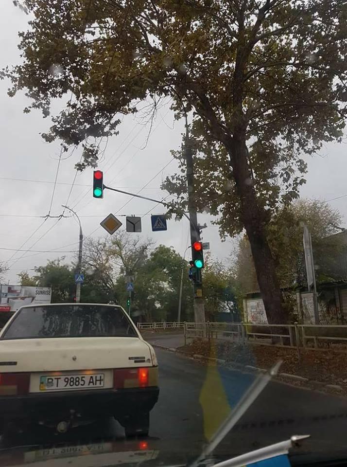Водители украинского города «в ступоре» от неисправных светофоров 1