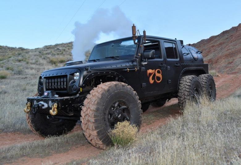Внедорожник Jeep Wrangler «превратили» в паровоз 1