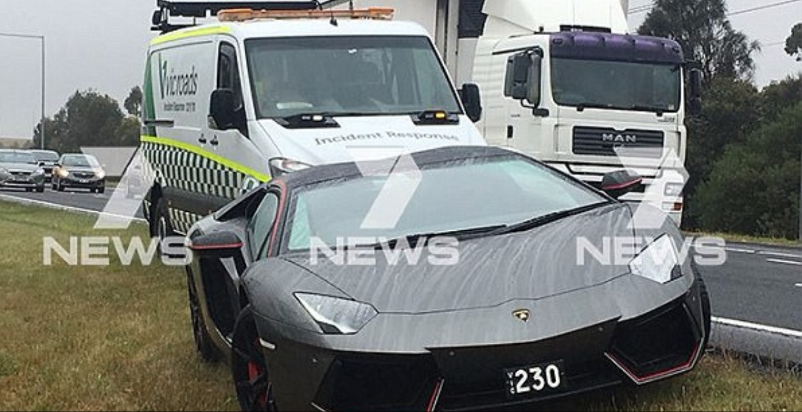 Водитель оказался заблокированным в салоне Lamborghini из-за севшего аккумулятора 1