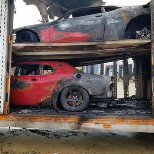 Самовозгорание уничтожило сразу три новеньких гиперкара 1
