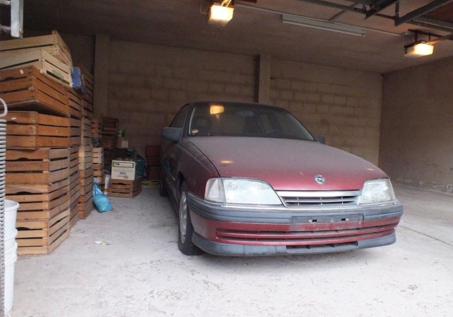 В гараже нашли 25-летний Opel Omega почти без пробега 1