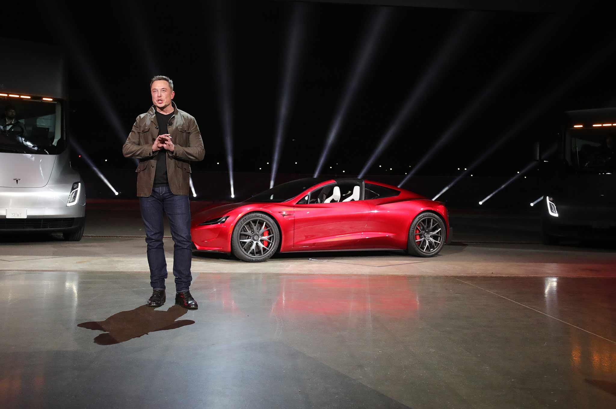 Tesla может выпустить летающий родстер 1