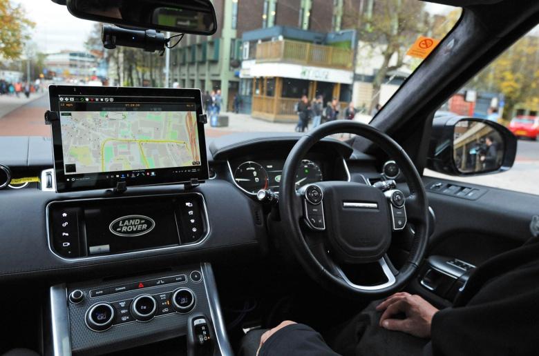 Дороги британского города заполонили беспилотные автомобили 1
