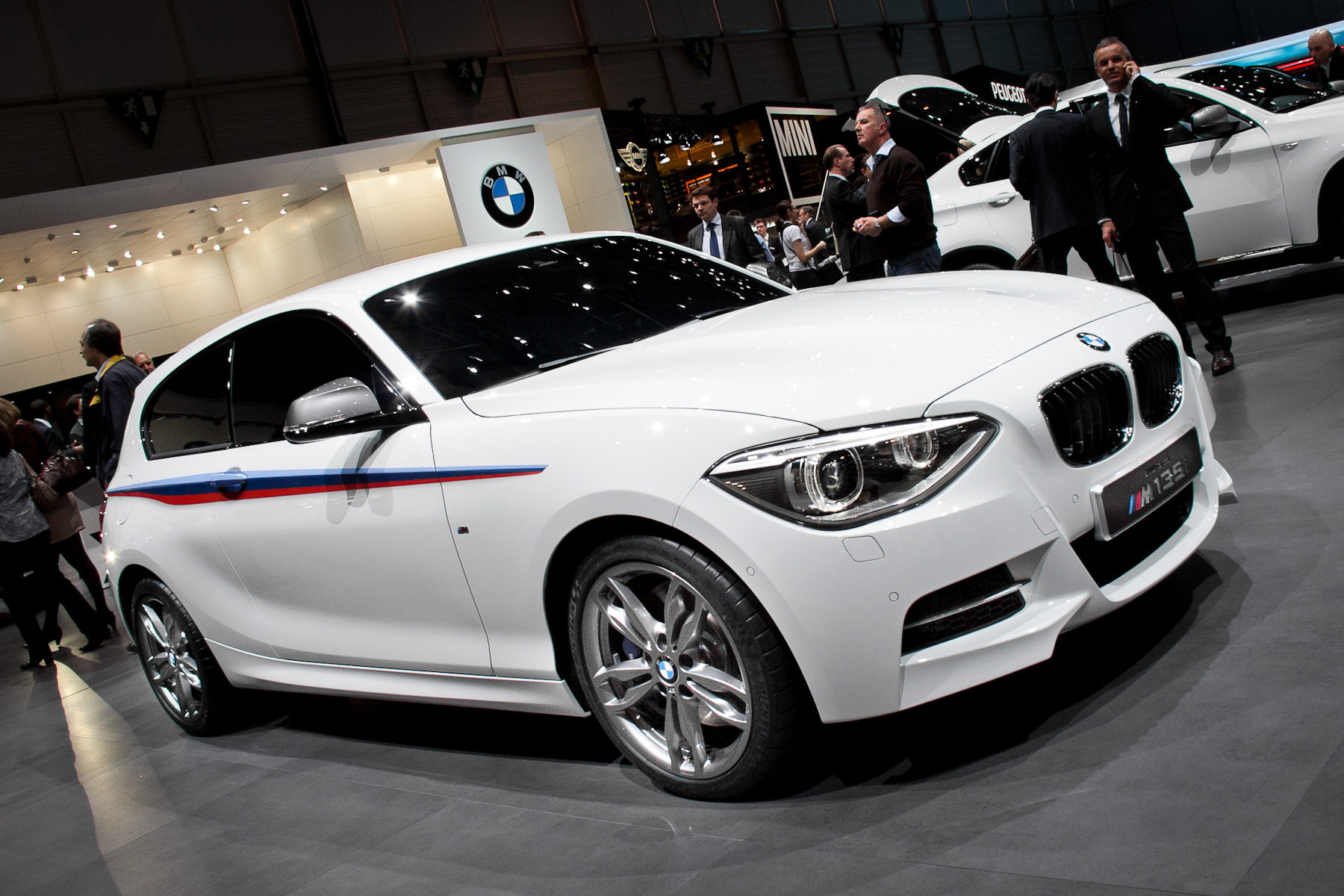 BMW тестирует гибридные M-модели 1