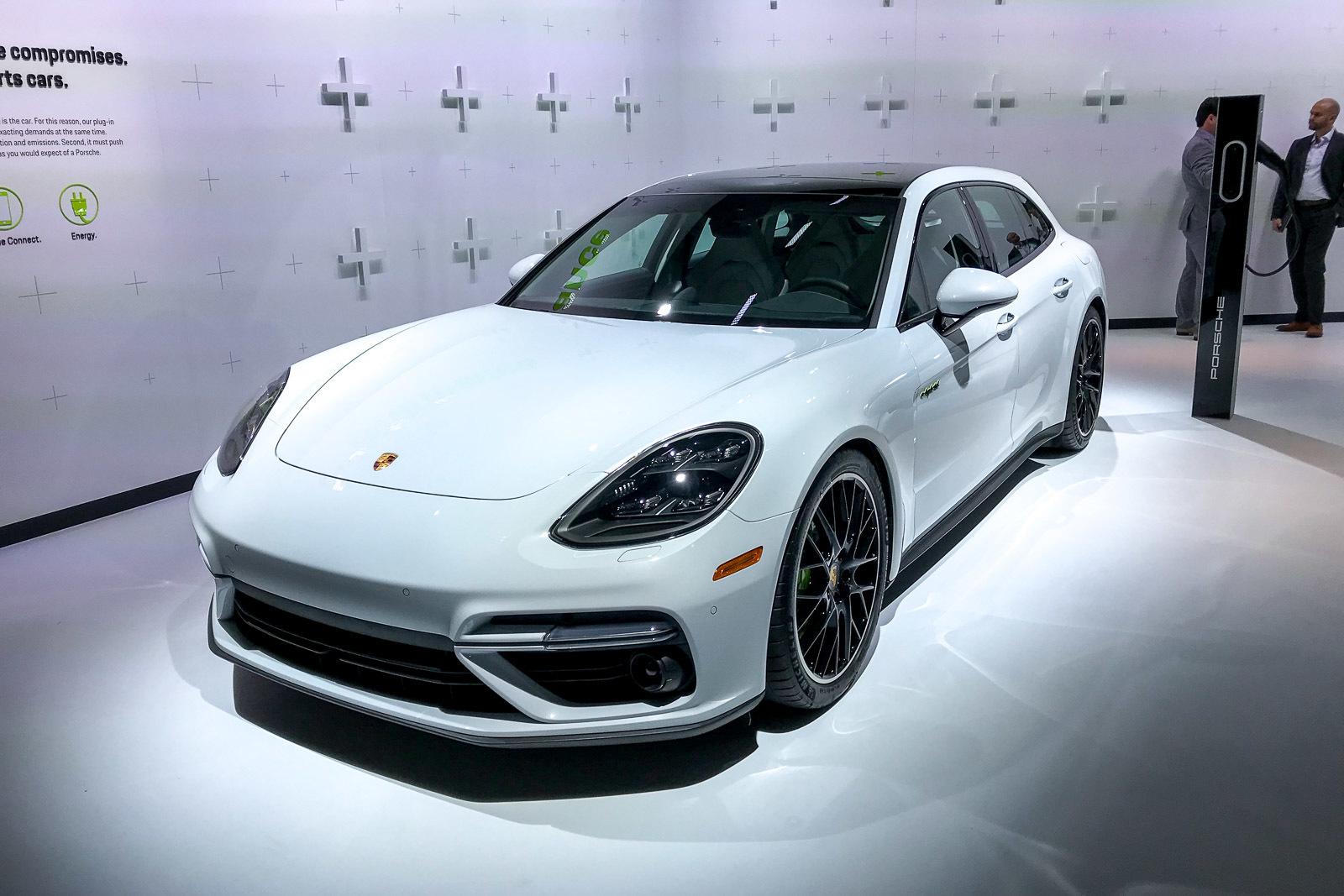Компания Porsche представила самый мощный серийный универсал 1