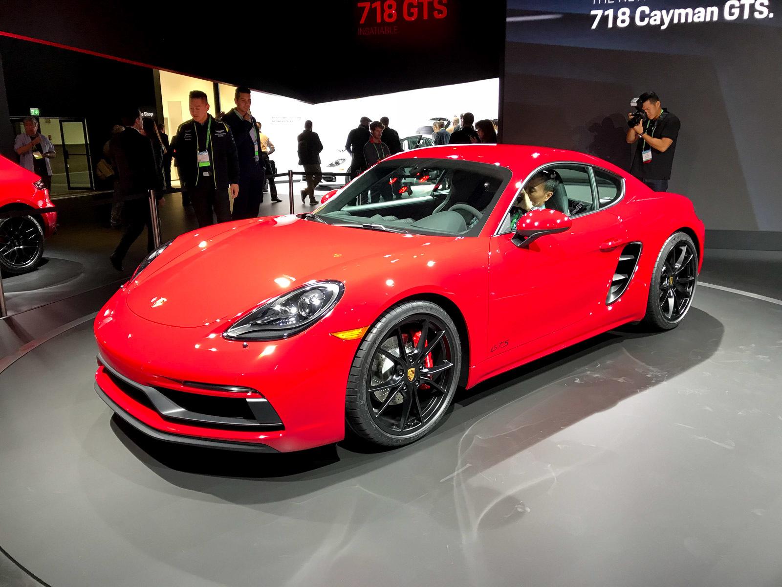 Porsche представила сразу три новинки 2