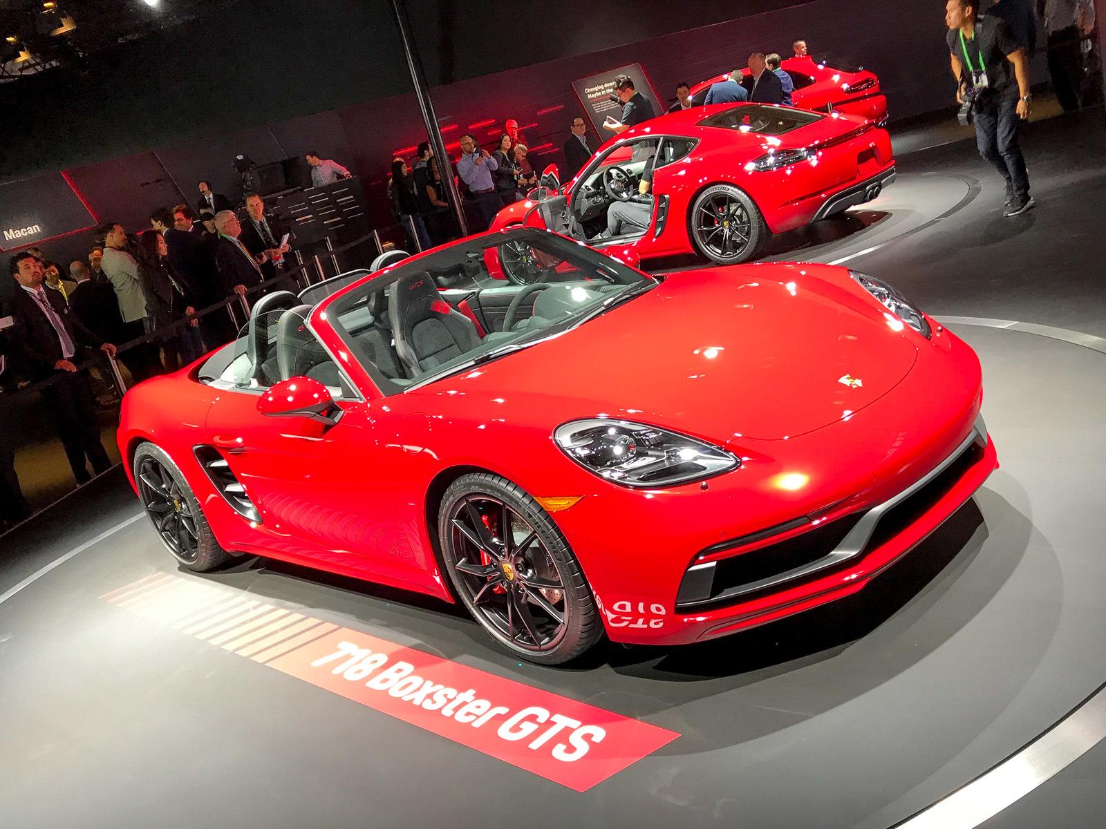 Porsche представила сразу три новинки 1