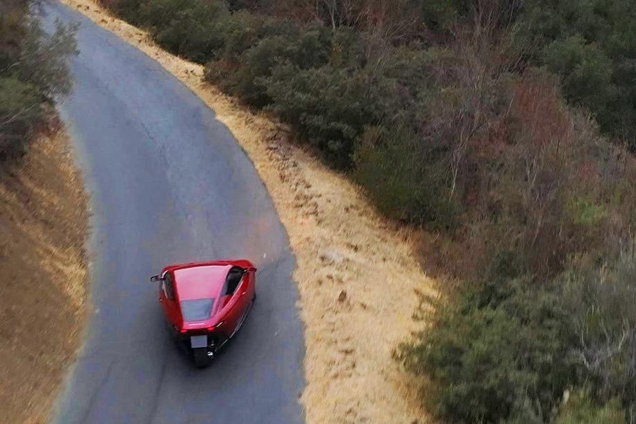 Американцы презентовали трехколесный автомобиль за 10 тысяч долларов 1