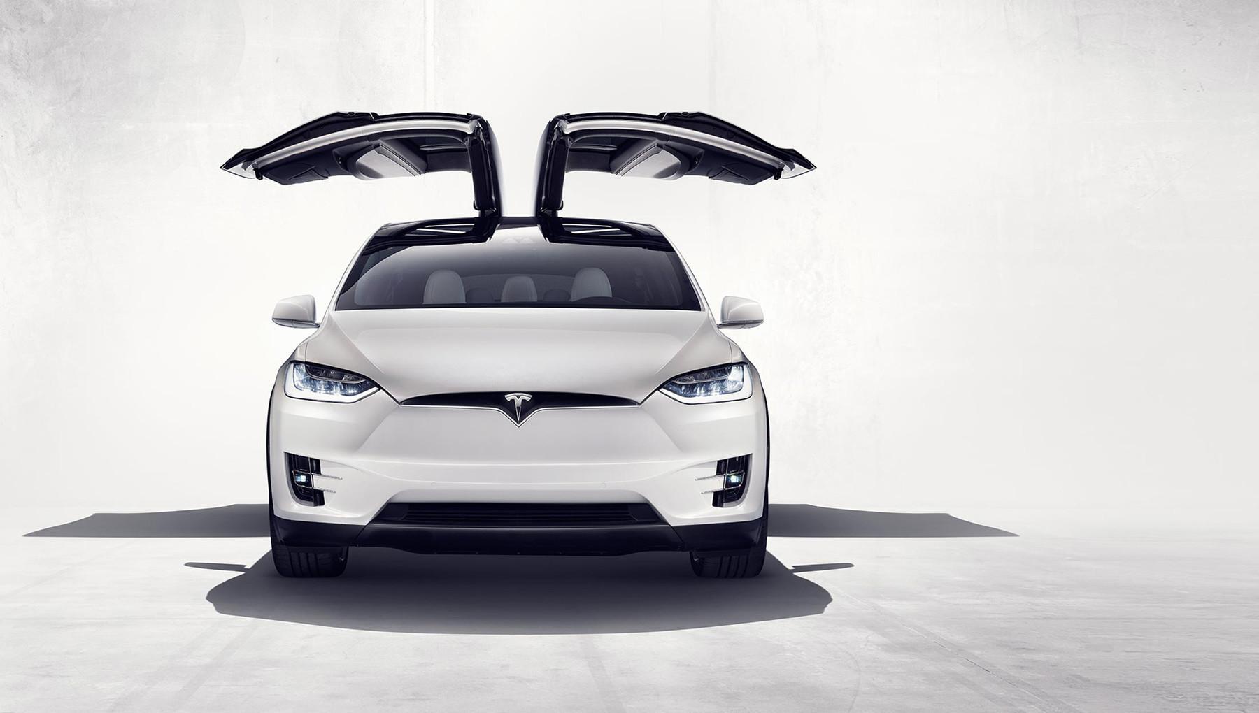 Компания Mercedes-Benz взяла в аренду электрокар Tesla, чтобы изучить его 1