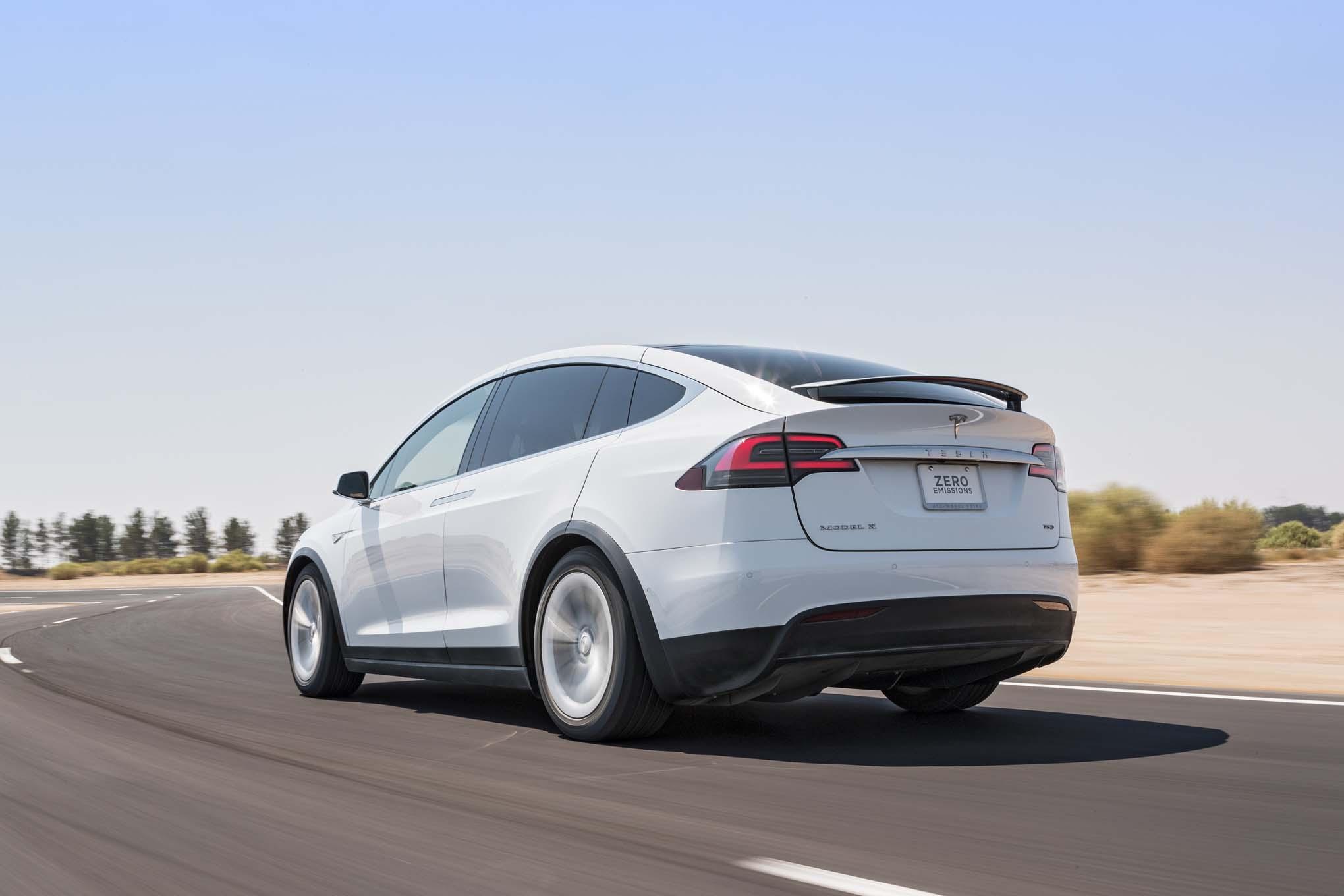 Компания Mercedes-Benz взяла в аренду электрокар Tesla, чтобы изучить его 2