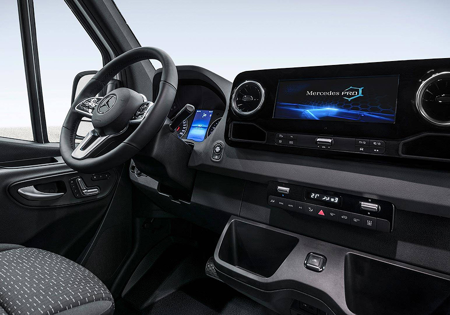 Mercedes-Benz показал неожиданный интерьер нового Sprinter 2
