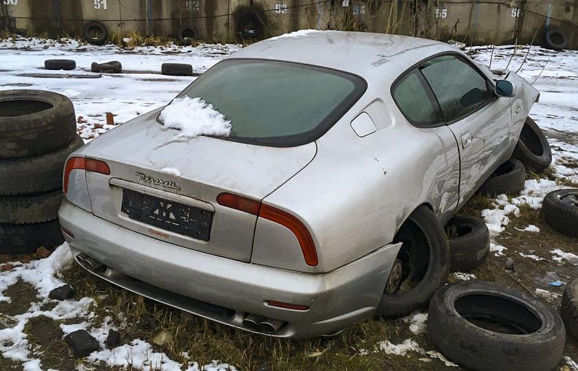 На стоянке обнаружили брошенный Maserati 2