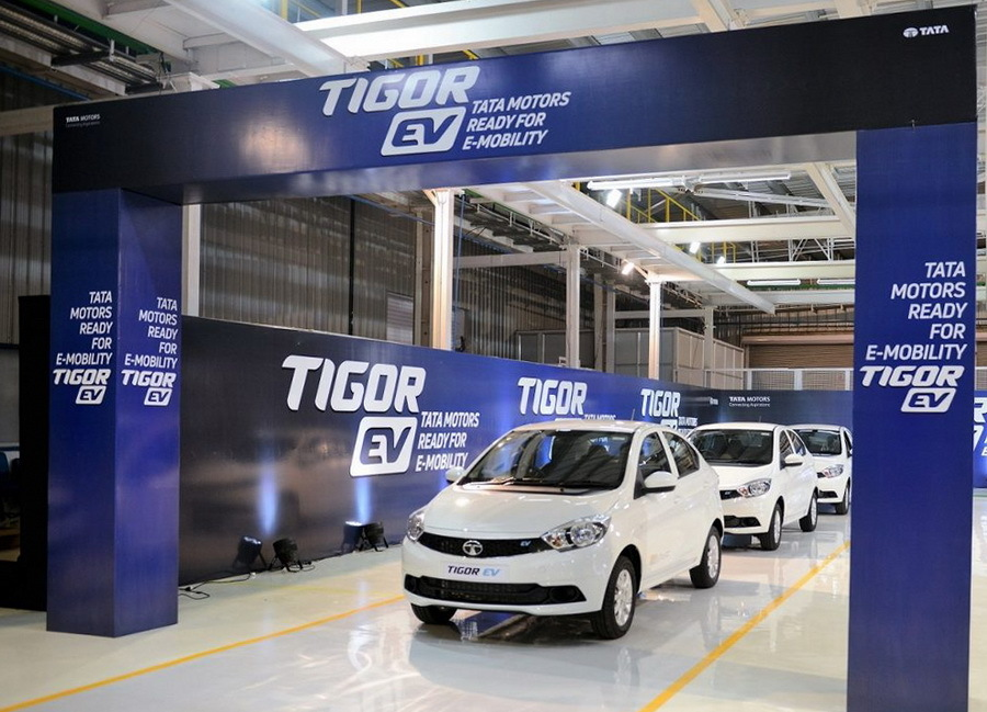 Индийских чиновников обязали пересесть на электромобили 1