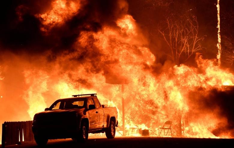Пожар в Калифорнии уничтожил несколько тысяч автомобилей 3