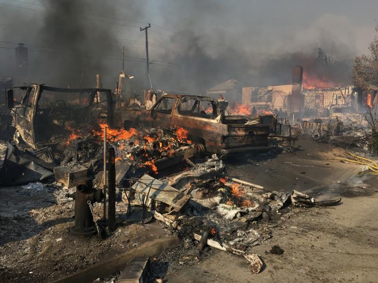 Пожар в Калифорнии уничтожил несколько тысяч автомобилей 2