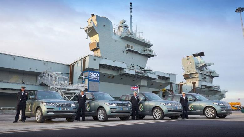 Автомобилям Jaguar Land Rover устроили патриотическую фотосессию 1