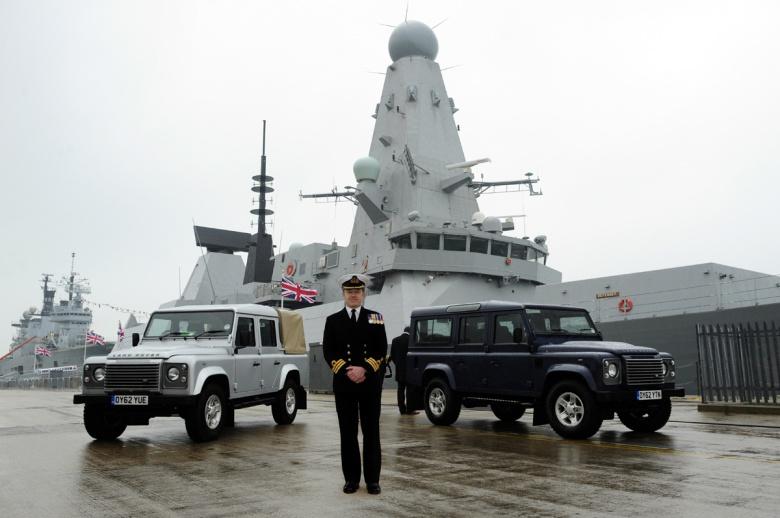 Автомобилям Jaguar Land Rover устроили патриотическую фотосессию 2