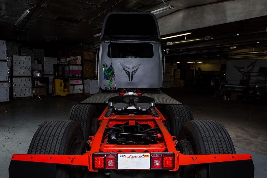 У грузовика Tesla Semi появился серьезный конкурент 4
