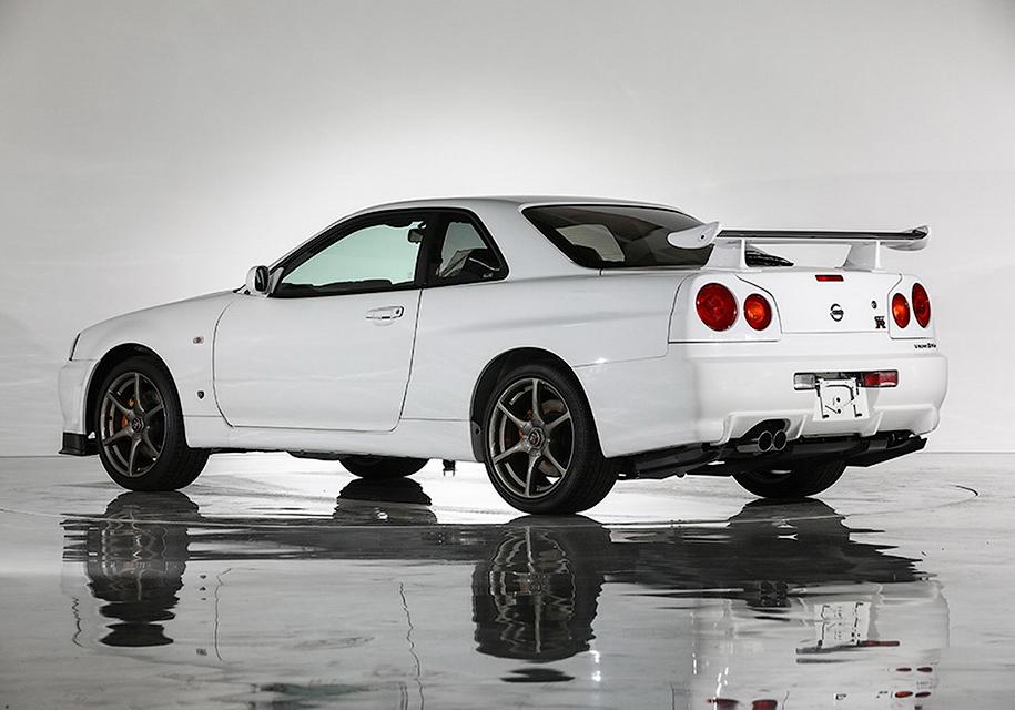 Редкий Nissan Skyline GT-R в заводской пленке пустят с молотка 2
