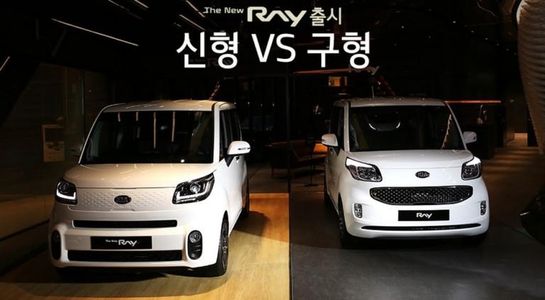 На фото: слева — обновленный Kia Ray, справа — дорестайлинговый