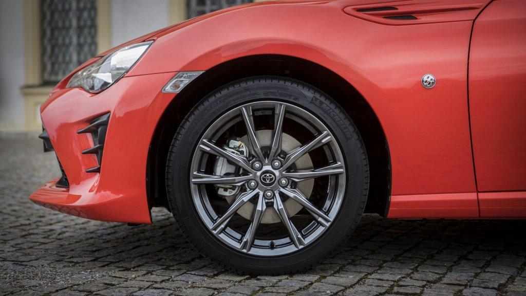 Toyota презентовала новый GT 86 3