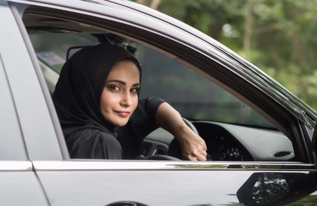 Арабским девушкам с судимостью не разрешат водить автомобили 1