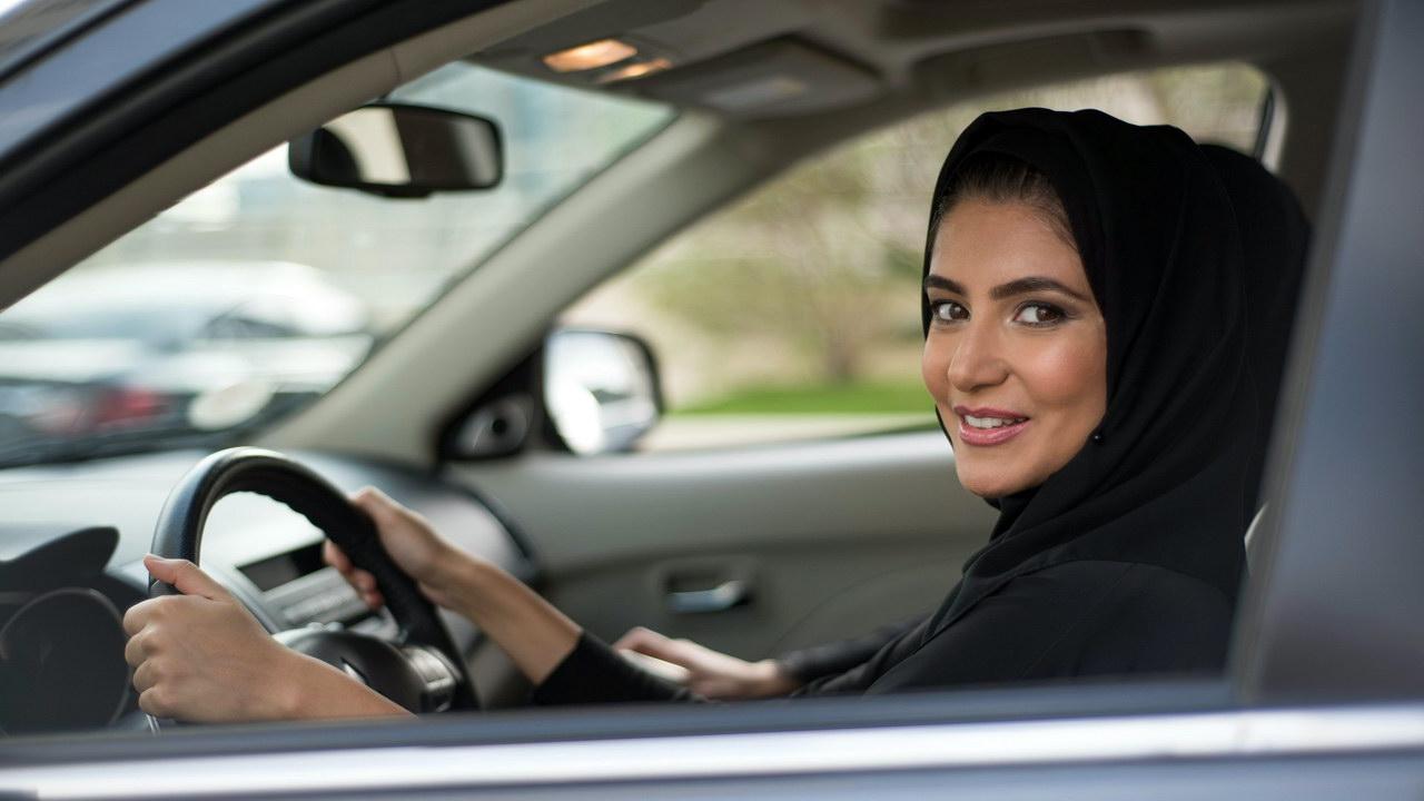 Арабским девушкам с судимостью не разрешат водить автомобили 2