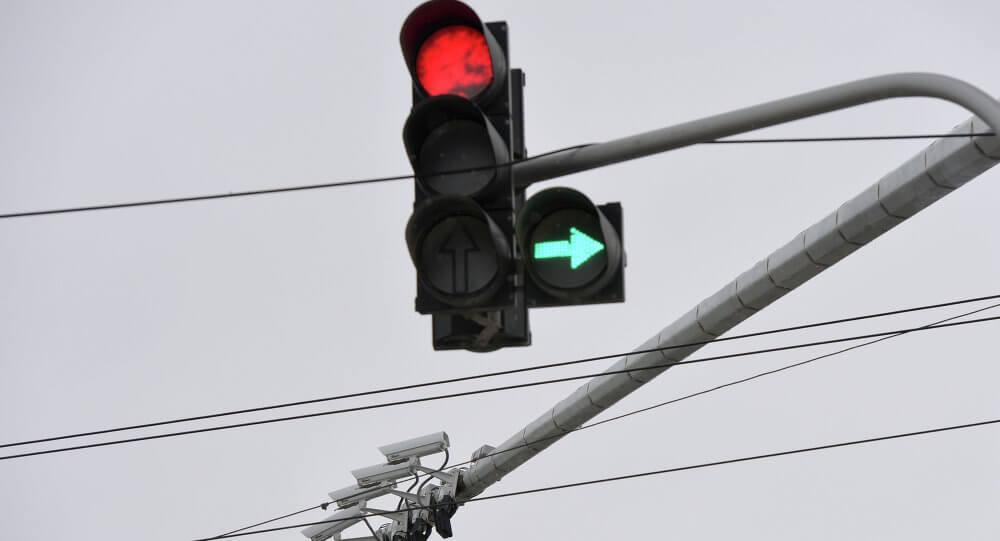 Особенности проезда перекрестков со светофором с дополнительной секцией 2