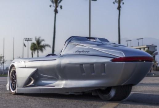 В Лос-Анджелесе показали очень странный электрокар, похожий на лодку 1