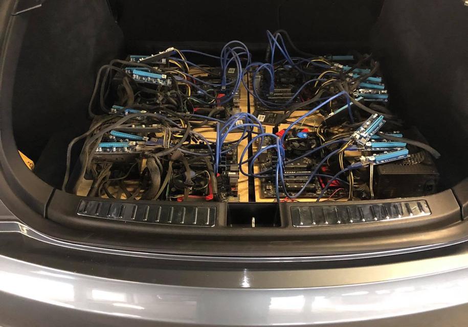 Из электромобиля Tesla сделали ферму для майнинга криптовалюты 1