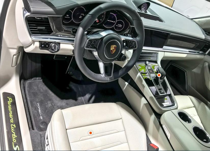 Компания Porsche представила самый мощный серийный универсал 3
