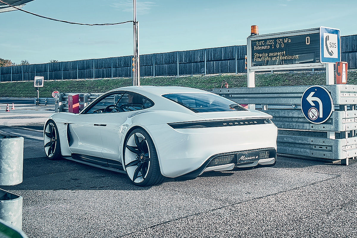 «Лесной царь»: тест-драйв концепта Porsche Mission E 4