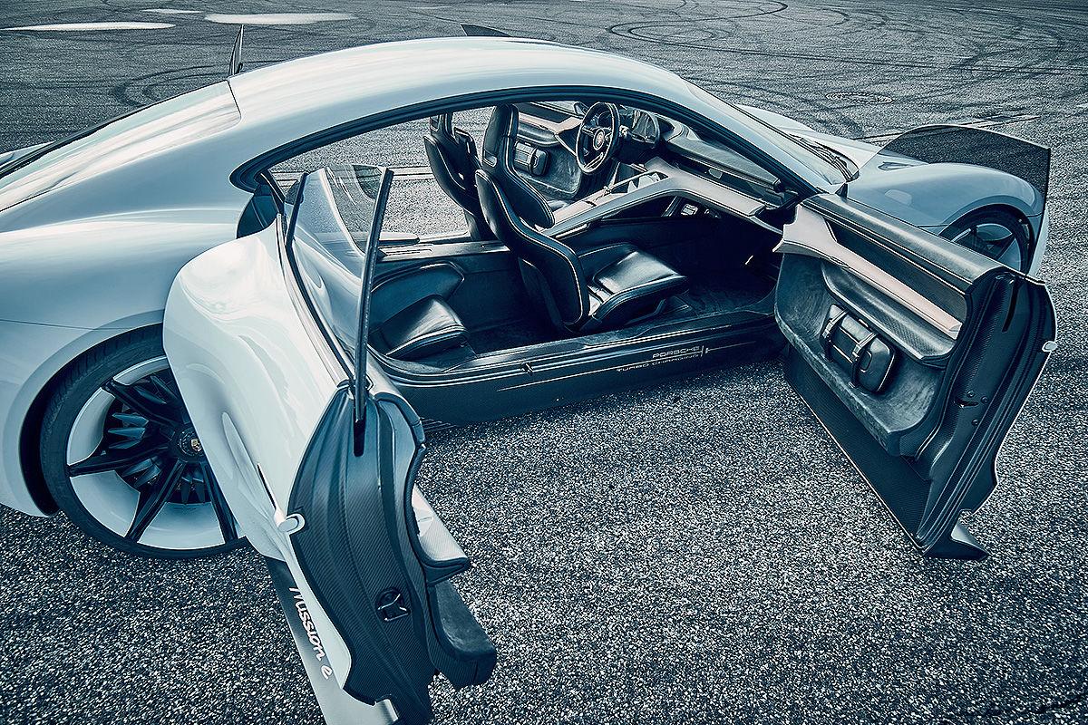 «Лесной царь»: тест-драйв концепта Porsche Mission E 5