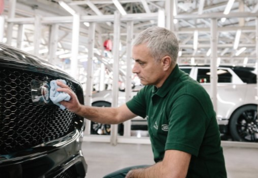 Жозе Моуриньо поработал сборщиком автомобилей Jaguar 1