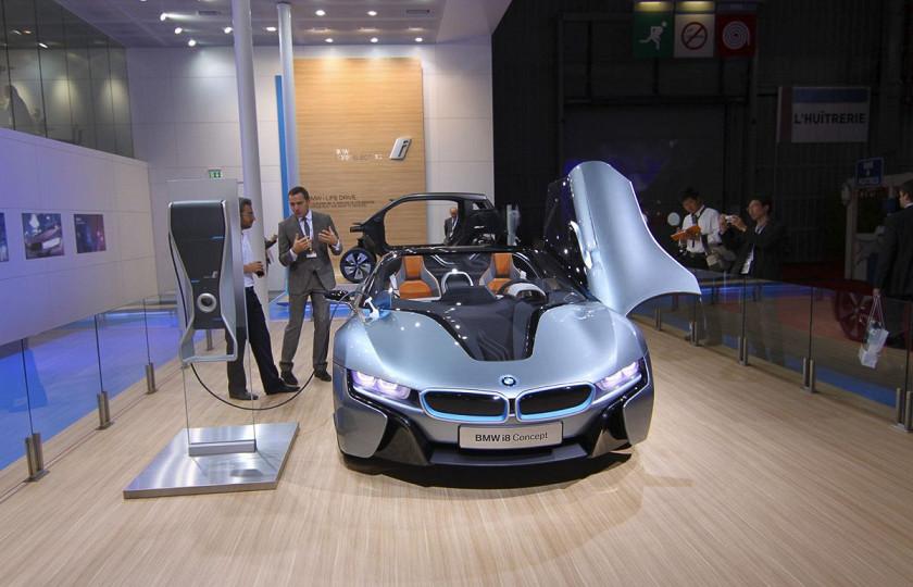 Названа дата дебюта BMW i8 Roadster 1