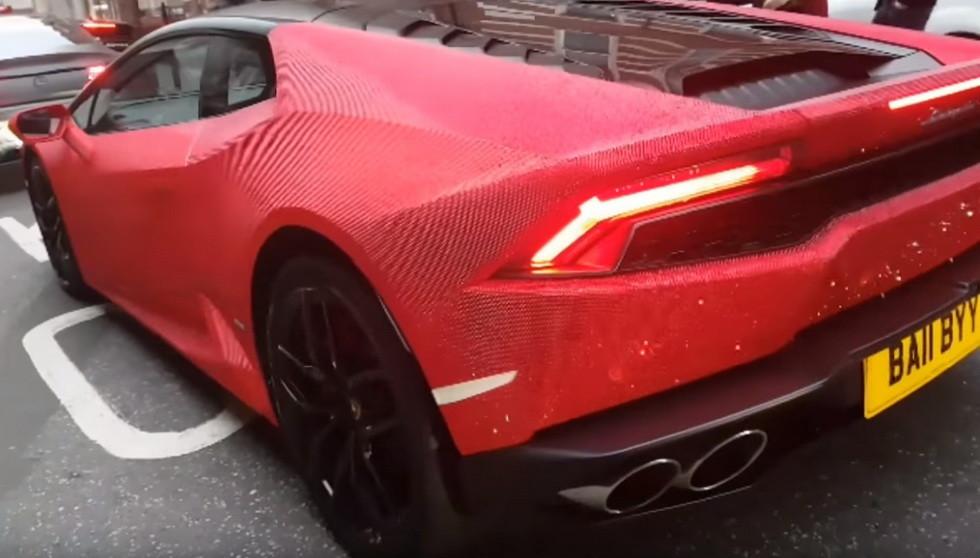 Розовый Lamborghini, украшенный стразами Swarovski, шокировал англичан 1