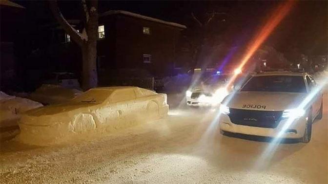 Полицейские попытались «оштрафовать снеговика» 1