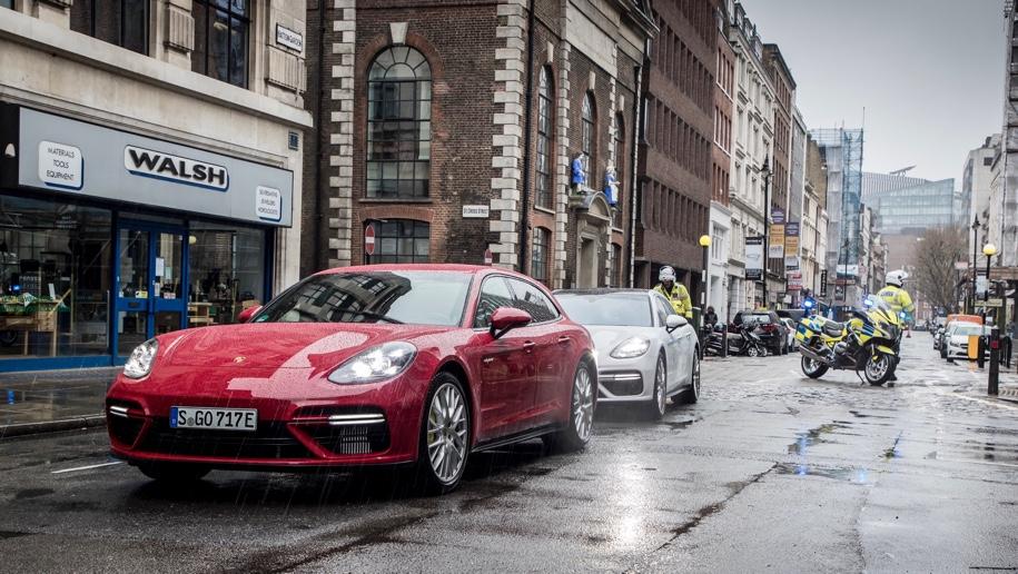 Три универсала Porsche использовали для перевозки 300 килограммов золота 1
