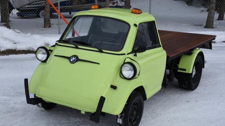 «Микроскопический» BMW превратили в пикап с грузовой платформой 1