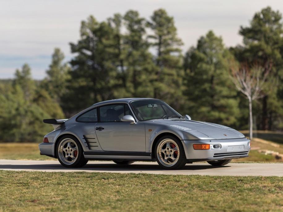 Коллекцию из 12 редких Porsche выставили на торги 2