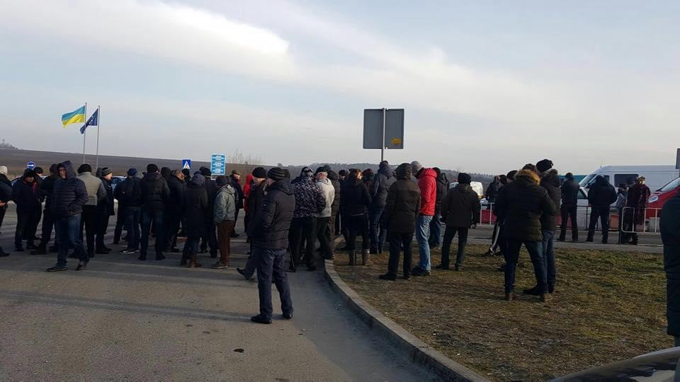 Автомобильное движение через украинскую границу заблокировано 1