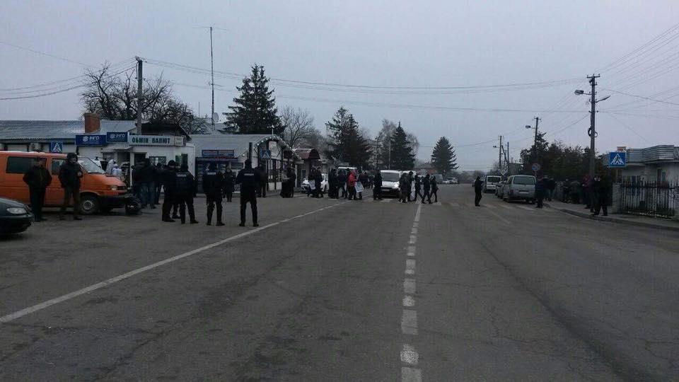 Автомобильное движение через украинскую границу заблокировано 2