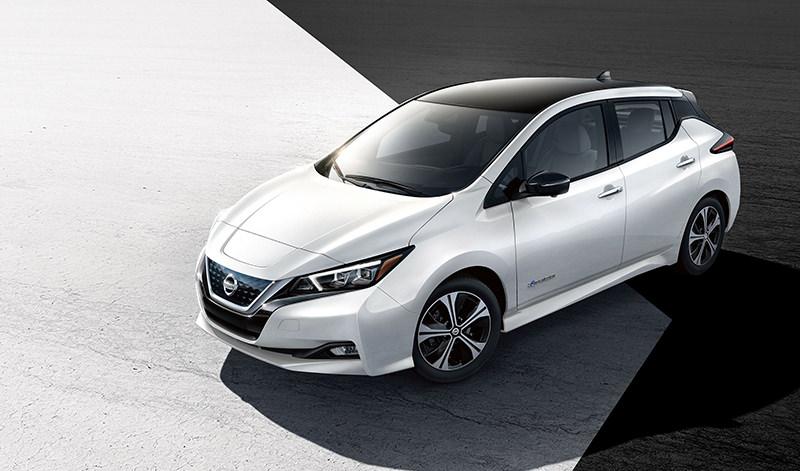 Nissan продал «юбилейный» электромобиль Leaf 1