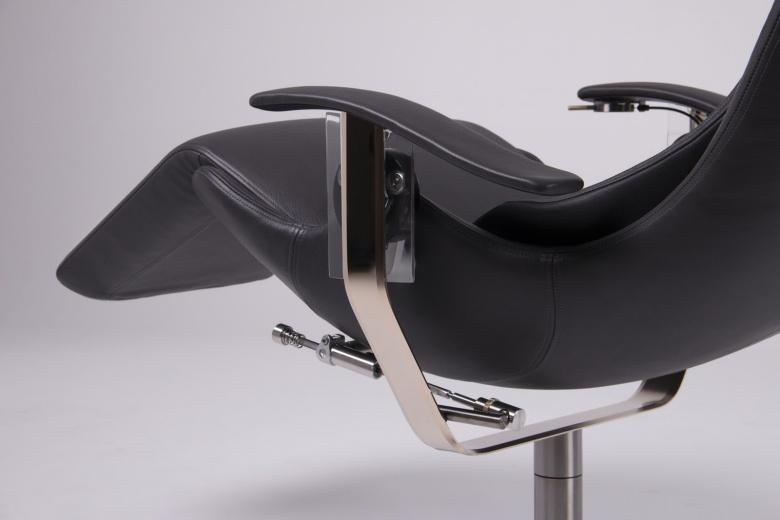 Rolls-Royce выпустил офисное кресло за 50 000 долларов 2