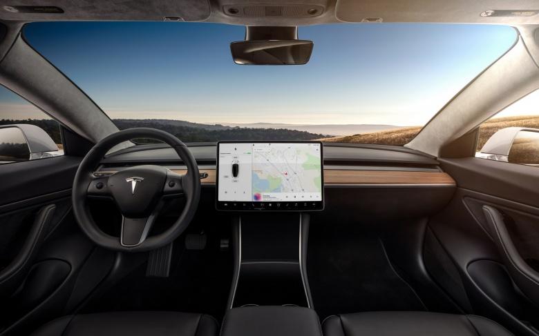 Ярый поклонник марки BMW поделился своими впечатлениями от Tesla Model 3 2