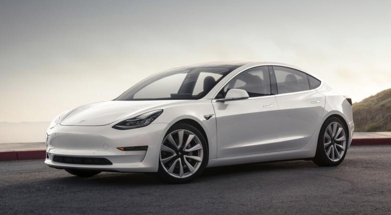 Ярый поклонник марки BMW поделился своими впечатлениями от Tesla Model 3 1