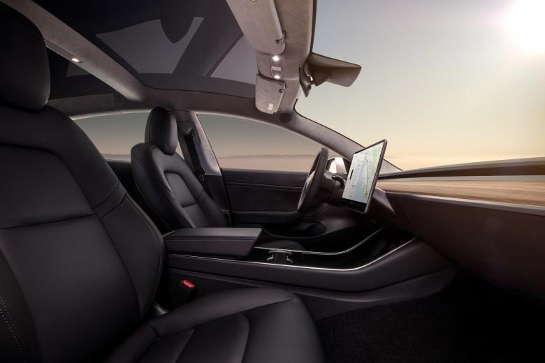 Ярый поклонник марки BMW поделился своими впечатлениями от Tesla Model 3 3