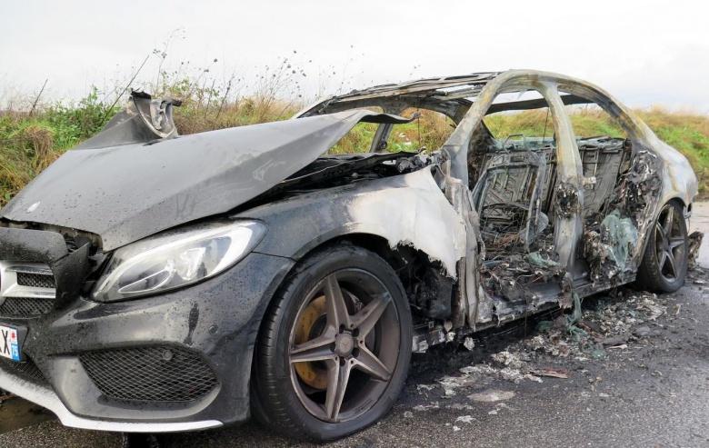 Вандалы традиционно устроили массовые поджоги автомобилей 1