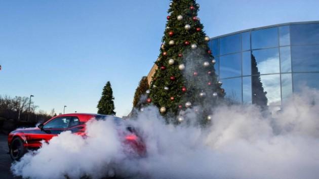 Новогодние поздравления и открытки от автопроизводителей 4